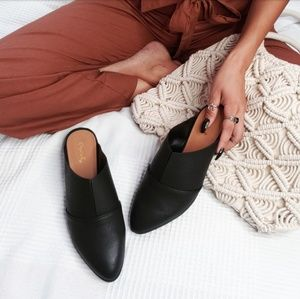 Shoes - 🆕️//The Amy// black mule flat